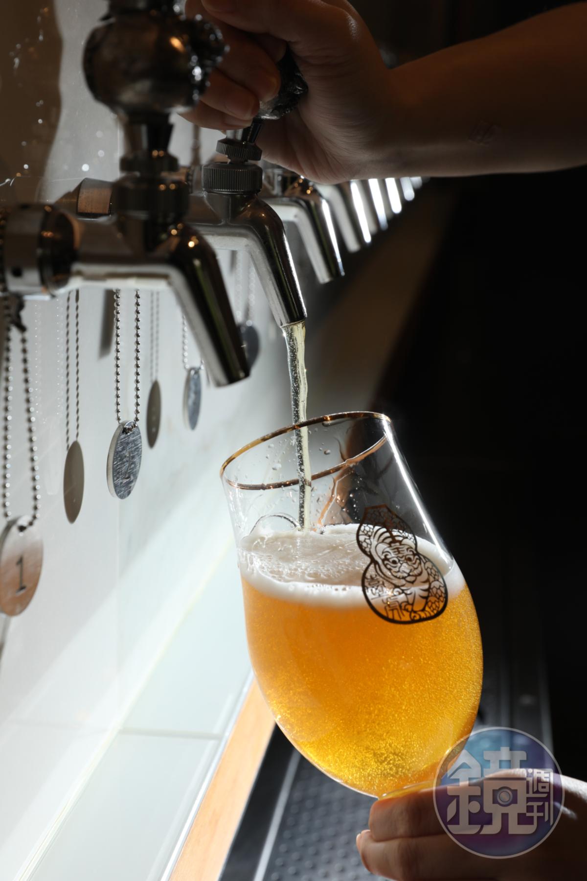 「啜飲室大安」現場有24支生啤酒on tap,每天供應不同酒單。