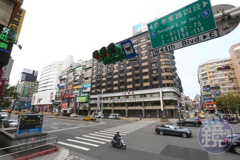 東區商圈一片淒慘,今年初,有40年歷史的江浙名菜館永福樓不堪租金壓力,退租宣布歇業。