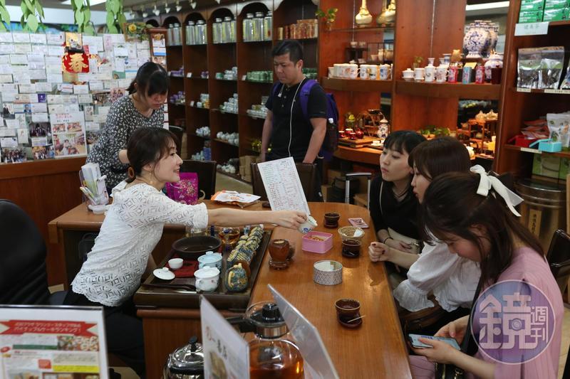 晶華商圈精品一條街300公尺內有7間店面招租,伴手禮老店「一番屋」靠賣日本客鳳梨酥奇蹟生存。