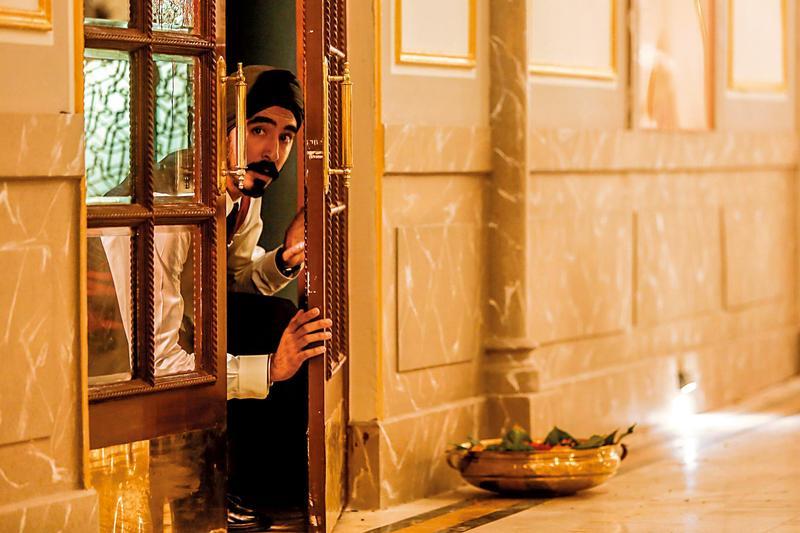 名流聚集的大飯店遭伊斯蘭聖戰士攻占,飯店員工及住客手無寸鐵,陷入密室困境。(龍祥提供)