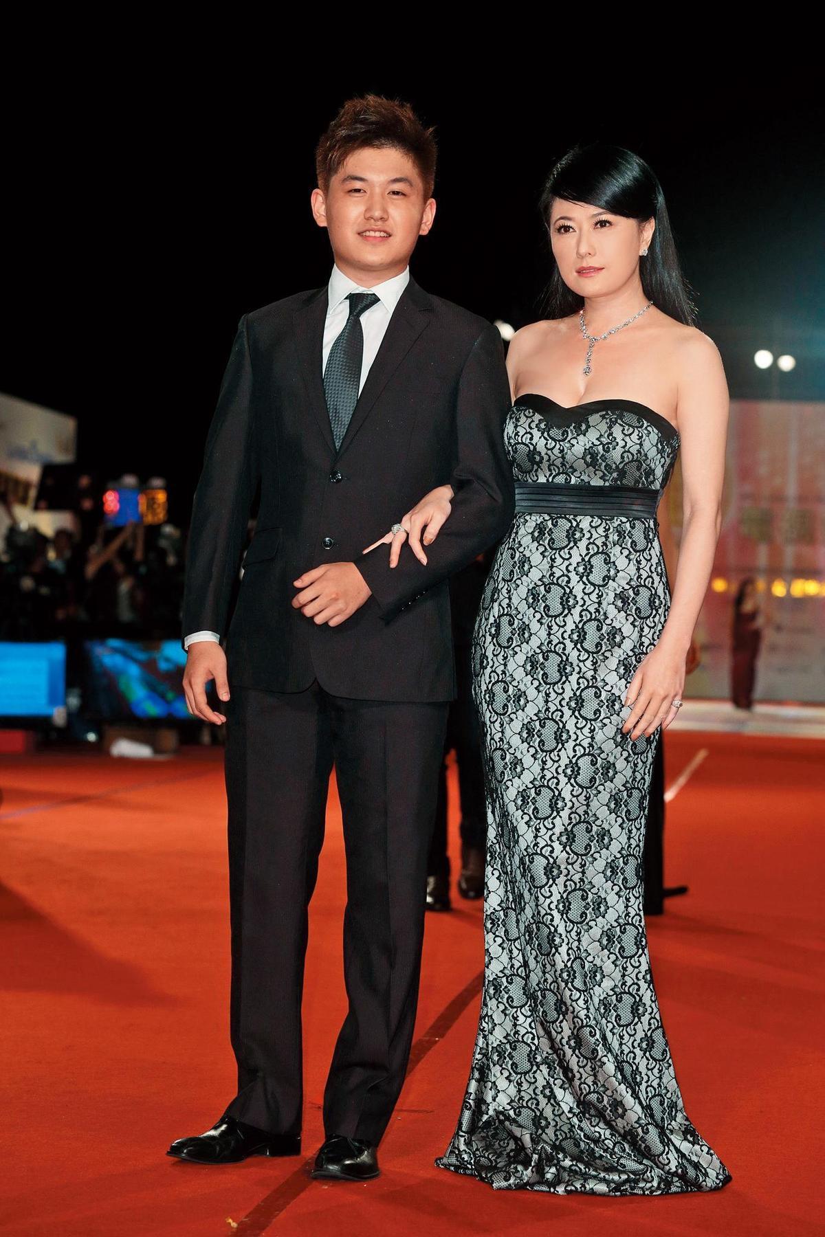 戈偉如和前夫林志隆生的兒子林浩權已經二十五歲,曾陪同她出席金鐘獎,目前在老虎牙子任職。(東方IC)