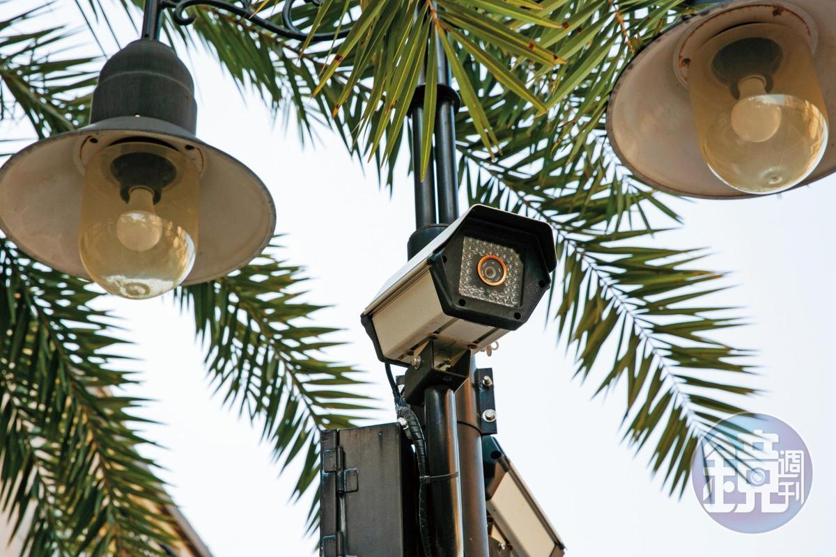 住戶們控訴,社區內的監視系統損壞情形嚴重,建商也置之不理。