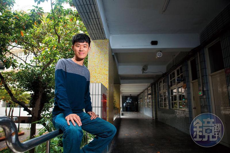 嚴天浩出身偏鄉家庭,長大後,他希望以教育幫助更多弱勢孩子。