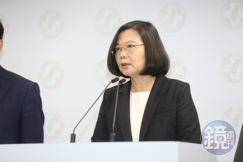 總統蔡英文在臉書宣示,海軍進入新時代,台灣潛艦不能等下一個8年,也不能依賴外國,遇到問題就要解決。
