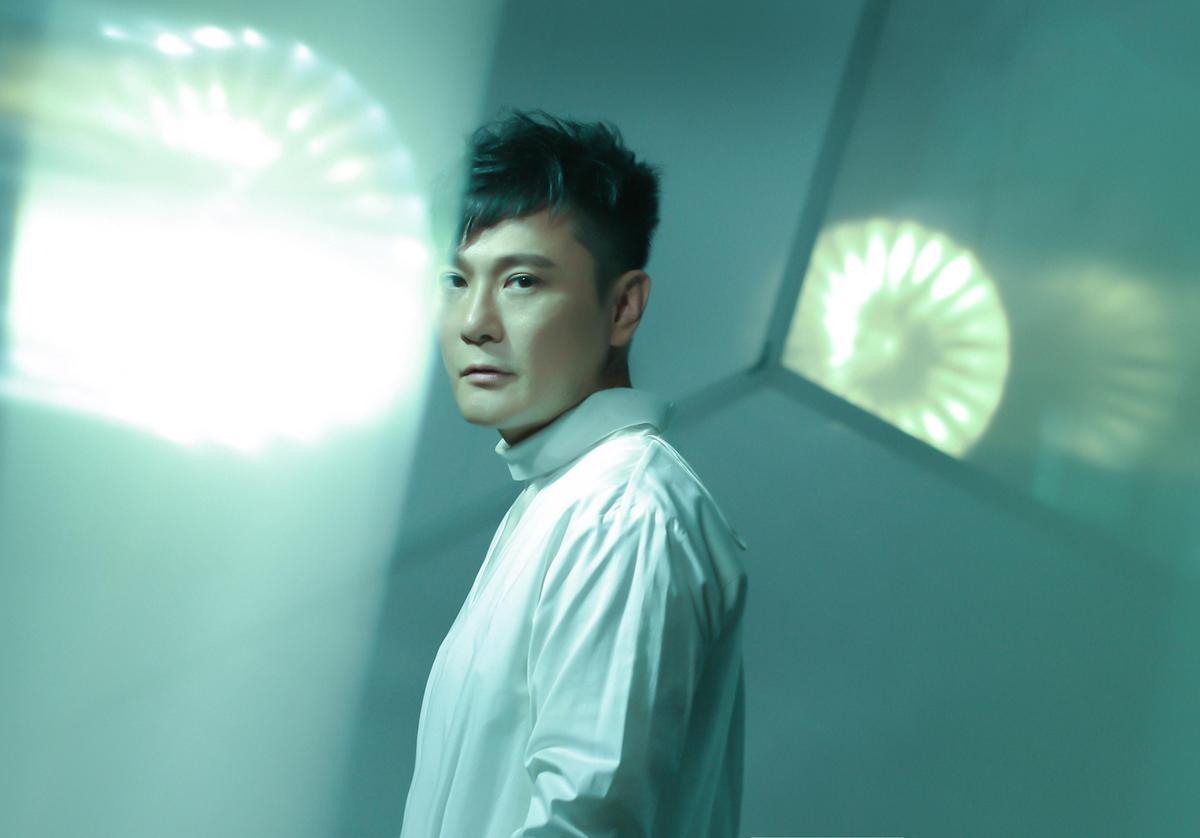 1989推出首張個人專輯的張信哲,曾拿下第8屆金曲獎國語男演唱人,不少作品至今仍是KTV傳唱經典。(潮水音樂提供)