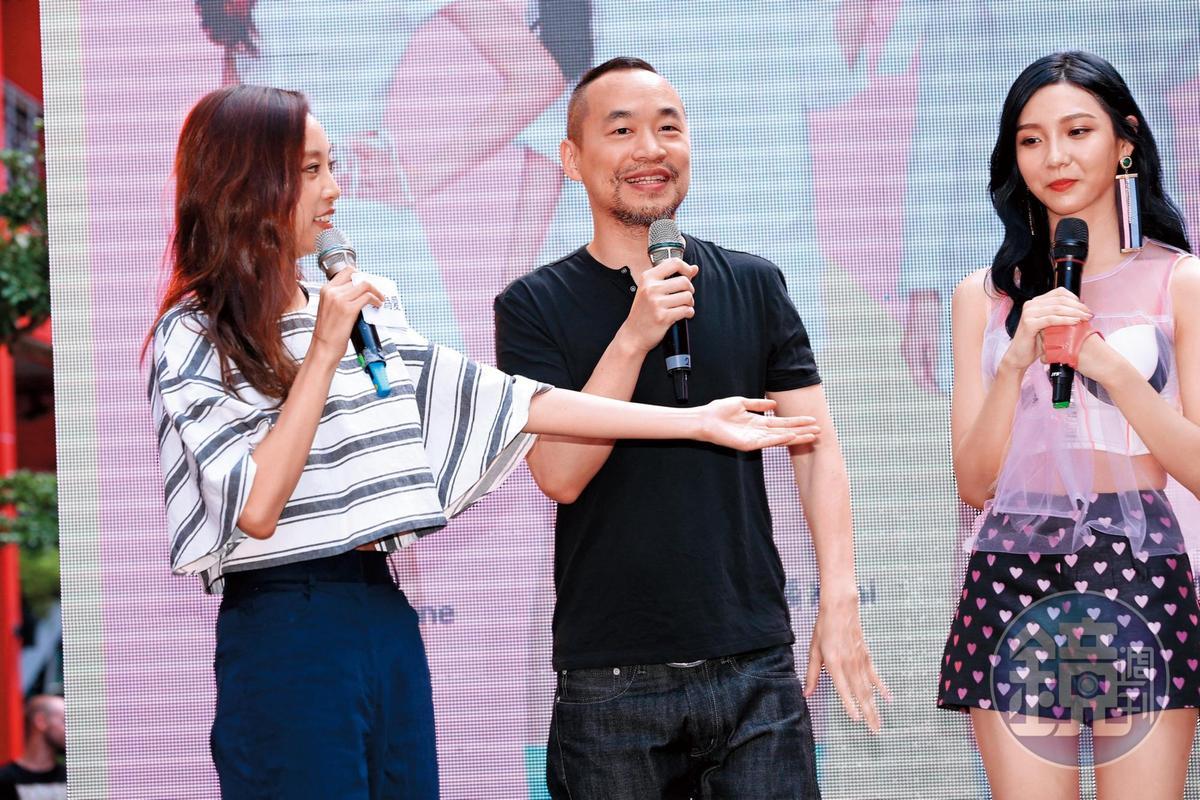 紫薇(右)是黃立成(中)旗下IVI女團成員,前年專輯簽唱會,還特地請來前女友劉容嘉(左)擔任主持人。