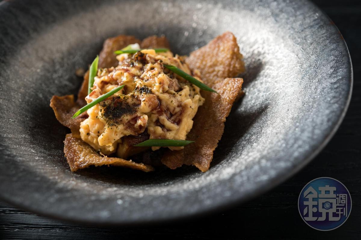 「鴨·六小福」使用鴨的6個部位,利用鴨油油封鴨頸,取肉拌入鴨醬汁,酥炸鴨皮,香煎鴨肝,鴨蛋做成濕潤炒蛋。