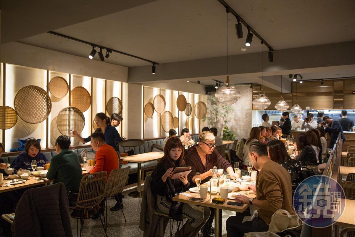 在摩登空間裡吃泰國家常菜的baan台北一開幕就相當有人氣。