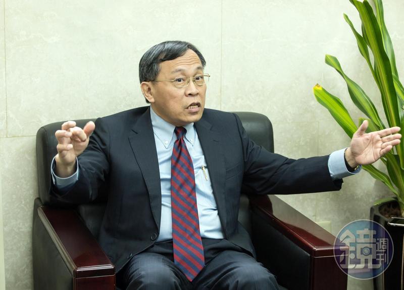 呂桔誠在2006年曾擔任5個多月的財政部長,在他任職財長期間,爆發時任立委杜文卿夾帶20條未稅香菸闖關遭到海關官員要求查驗爭議。