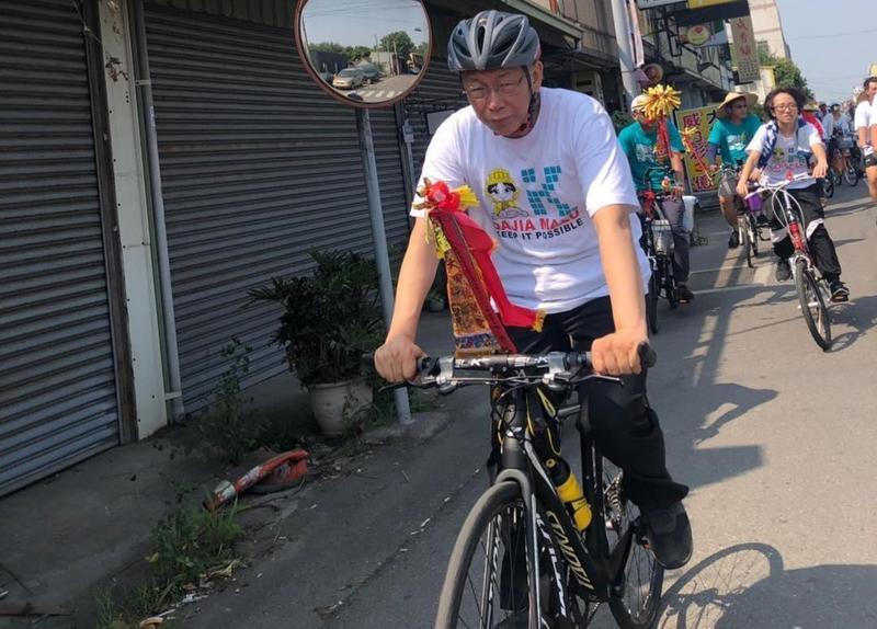 對於柯文哲持續隨媽祖遶境,台北市議員王世堅呼籲,「趕快結束鬧劇,沒有人會在意,不要這麼勉強。」(翻攝自柯文哲IG)