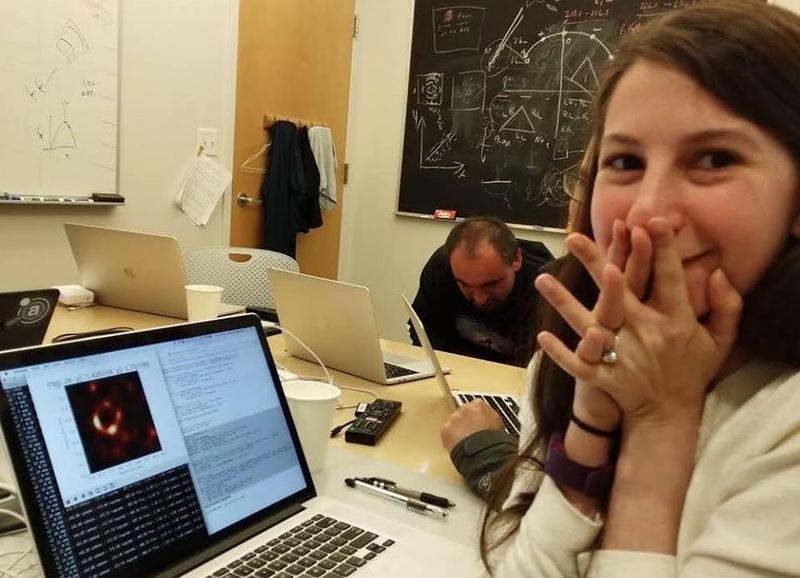 29歲的鮑曼所開發的演算法,替這次黑洞照片做出巨大貢獻。(翻攝Katie Bouman臉書)