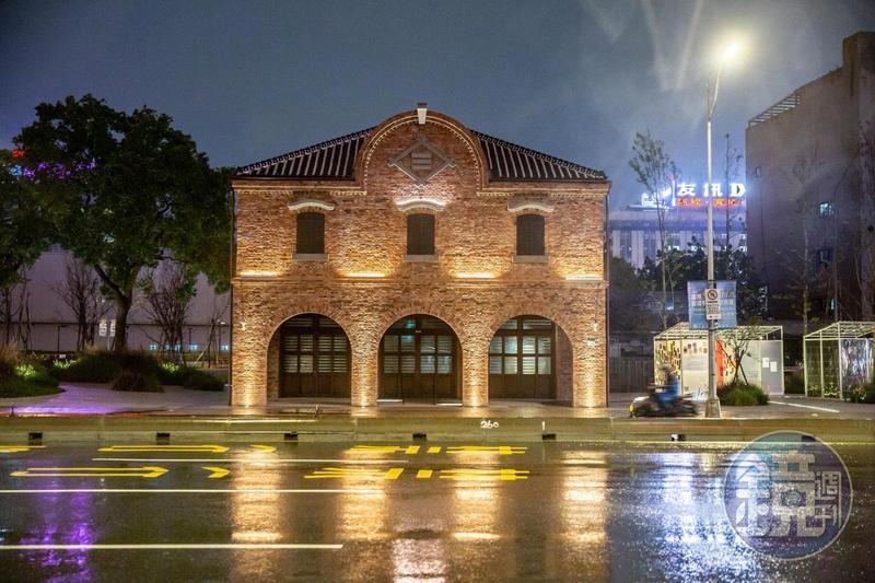 「三井物產株式會社舊倉庫」夜間點燈後,整區彷彿城市中的亮點。