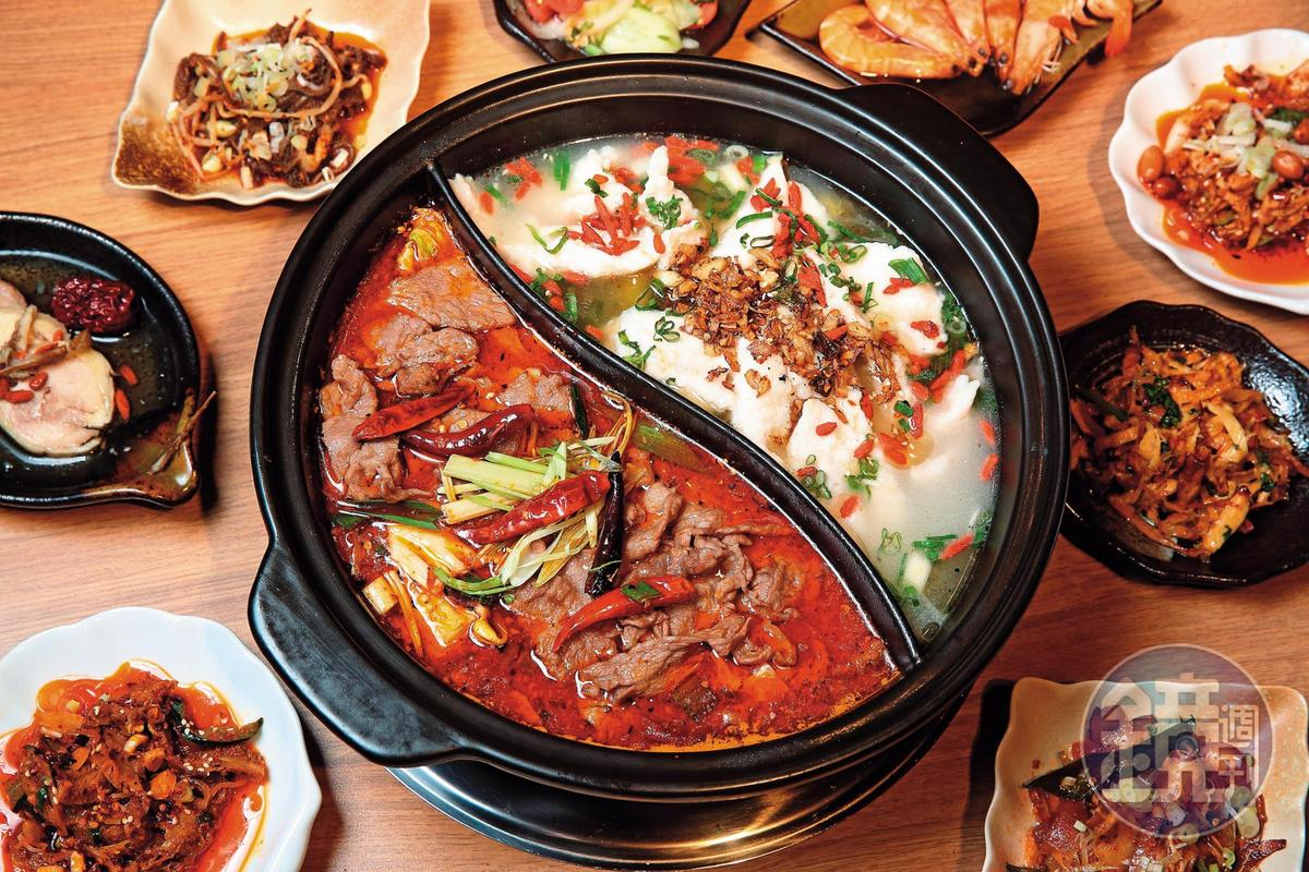 一般麻辣鍋店看不到的水煮牛、酸菜魚片鍋,是川夜宴無二的招牌。(吃到飽每人595元/午餐、695元/晚餐)