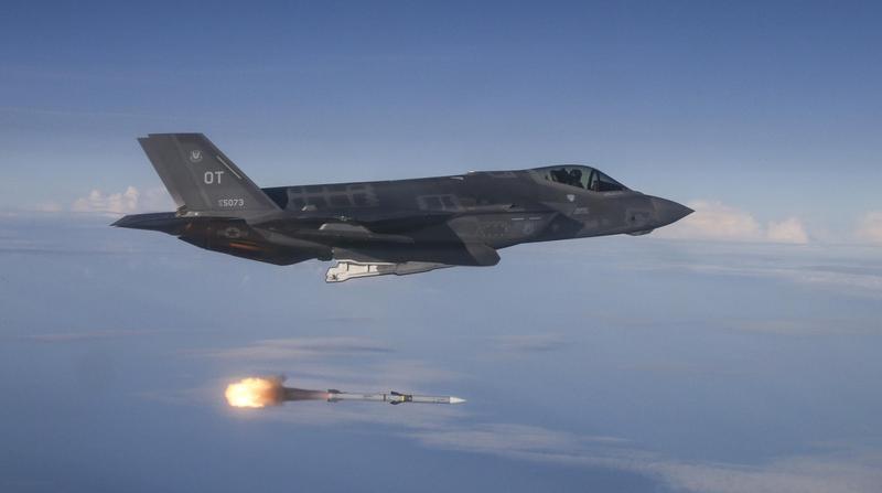 騰輝電子自行研發PI硬板(聚醯亞胺 Polyimide),拿到全球最貴戰鬥機F35供應鏈認證,成為亞洲唯一打入軍工航太領域的銅箔基板廠。(東方IC)