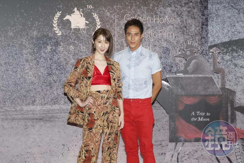 《緝魔》在金馬奇幻影展放映的「dress code」是紅色,邵雨薇(左)很配合穿著紅色的Bra,莊凱勛則是紅色長褲。