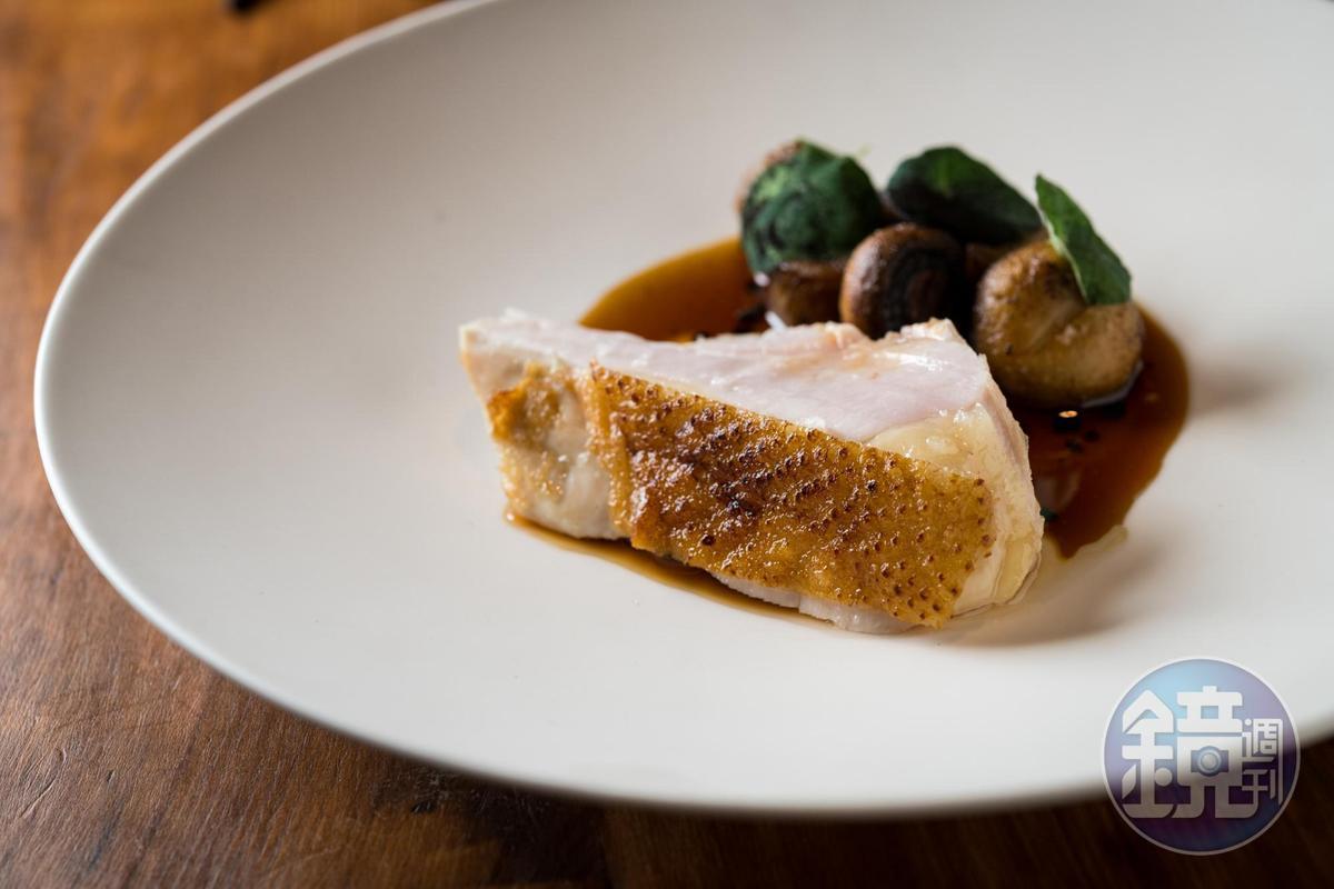 使用客家莊的竹地雞,並以苦茶油搭配甜麵醬、松露做醬汁。(3,750元套餐內容)