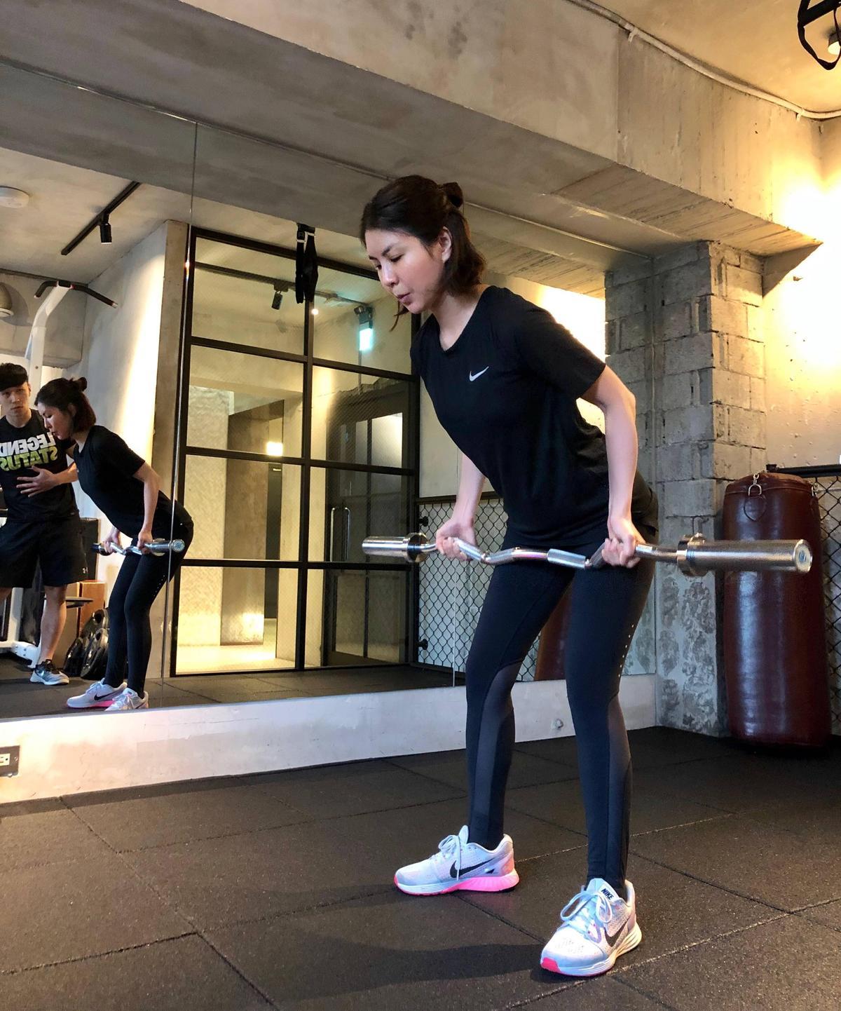 許茹芸密集上重訓課程練體力、耐力,更加入核心肌群訓練。(索尼唱片提供)
