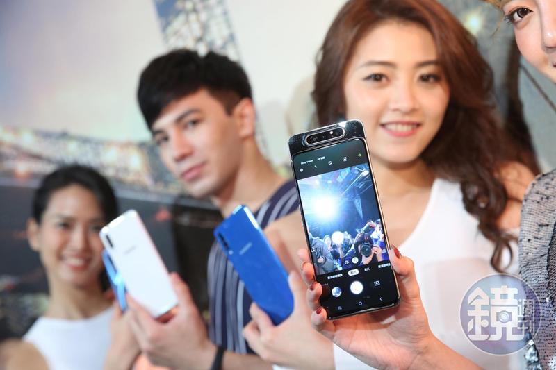 三星今一口氣發表10款手機、平板及穿戴式新品,預計折疊式手機將在4月底前在台亮相。