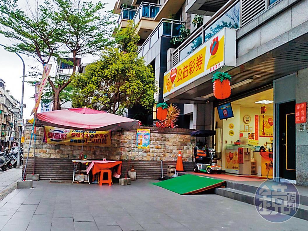 販毒的彩券行位於台北市士林區社中街,外觀看起來十分正常,後方卻暗藏玄機。
