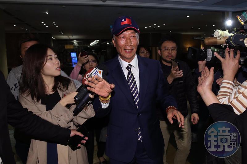 鴻海董事長郭台銘16日早上出席活動,首度鬆口將考慮參選2020年總統。
