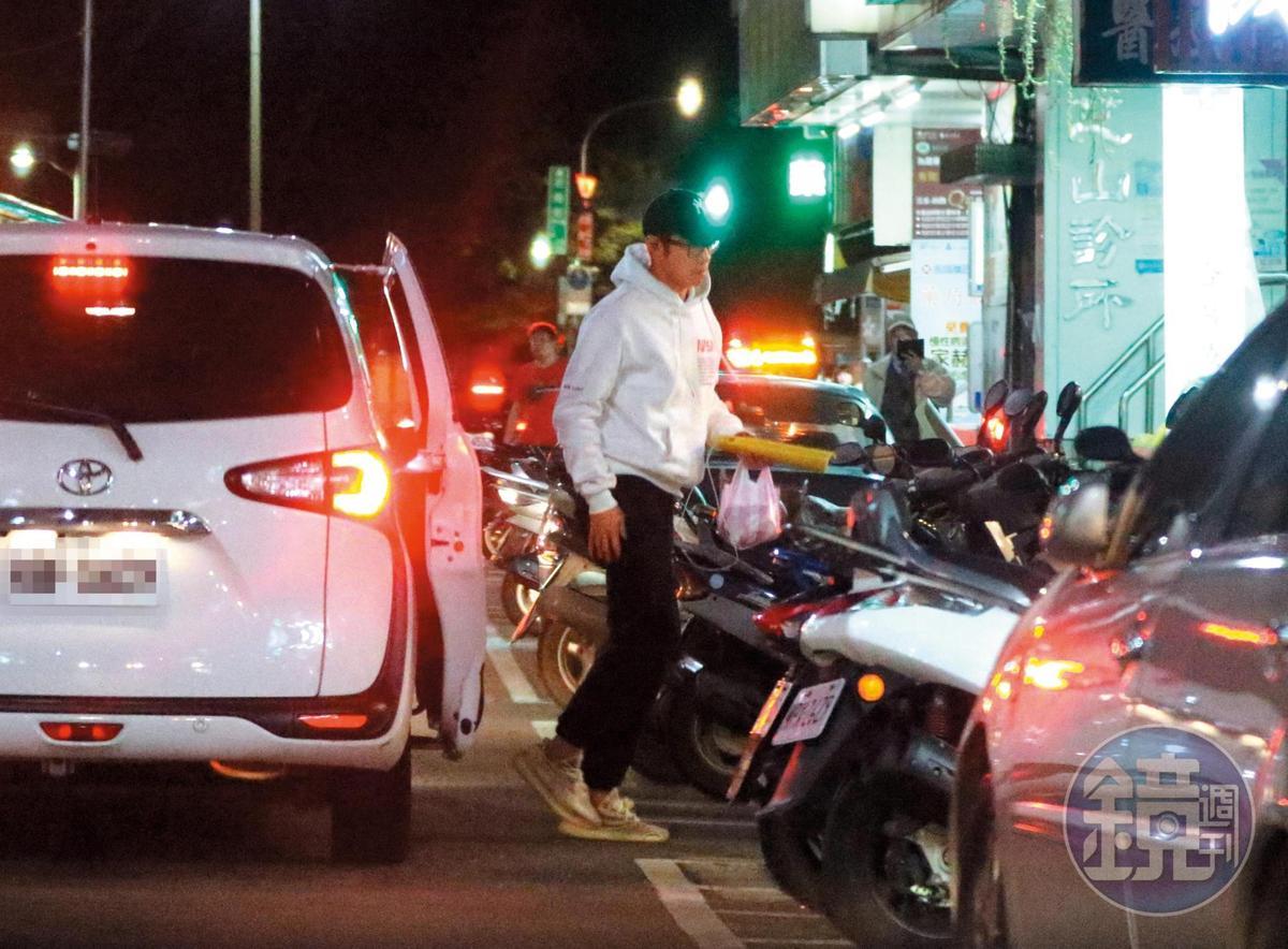 4/12 19:03 王柏傑搭著Uber抵達台北市天母的成家小館。