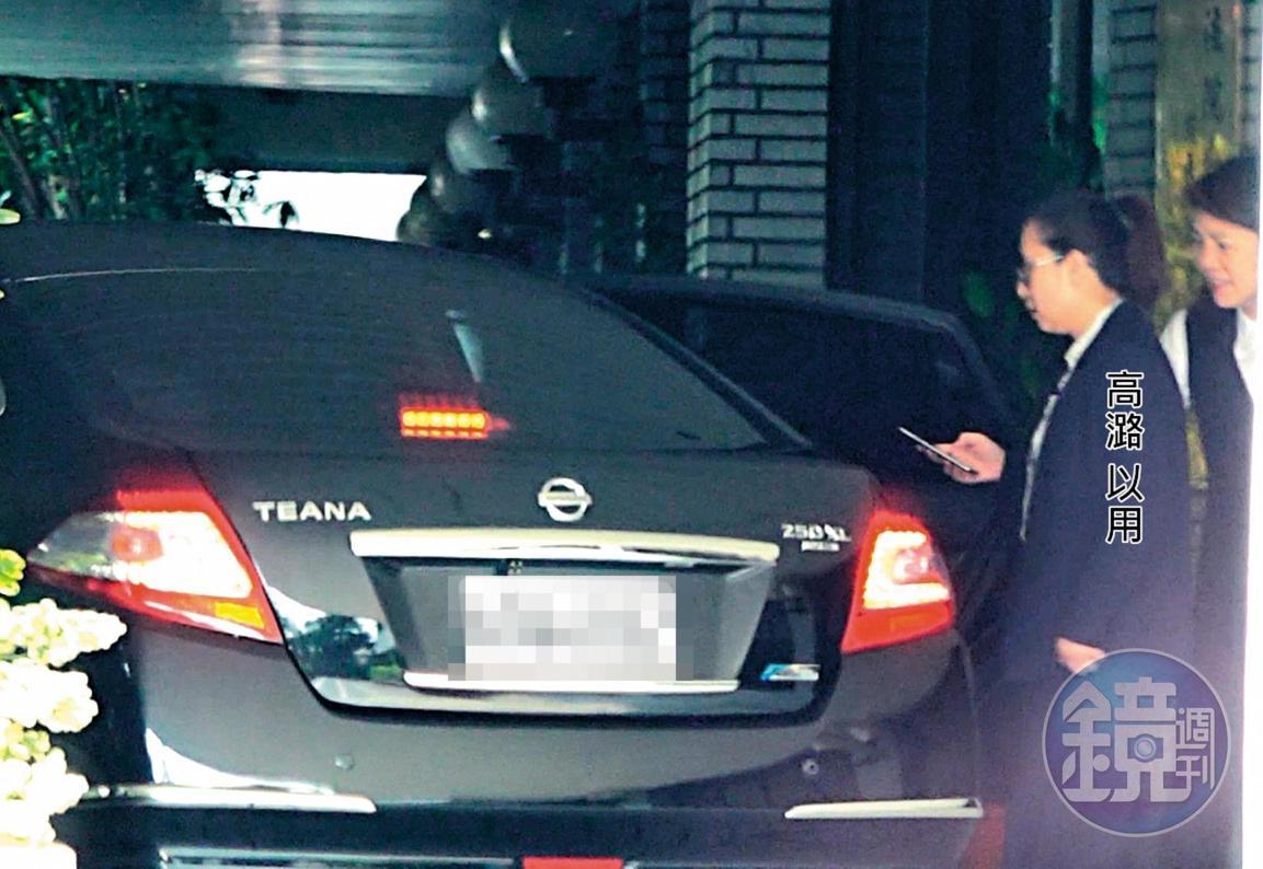 08 :50 10日上午只見高潞‧以用獨自搭公務車前往立法院開會,未見陳士章陪同。