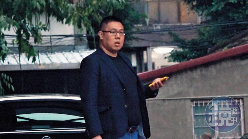 與高潞‧以用吃完宵夜,兩人一同返回台北會館,陳士章直到隔天中午都沒離開。