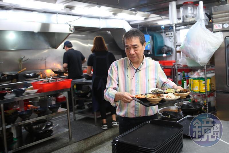 主打川巴子回來了,張永華更堅持要把味道品質做到最好。只要進到廚房,他總是一臉嚴肅,緊盯每個環節。