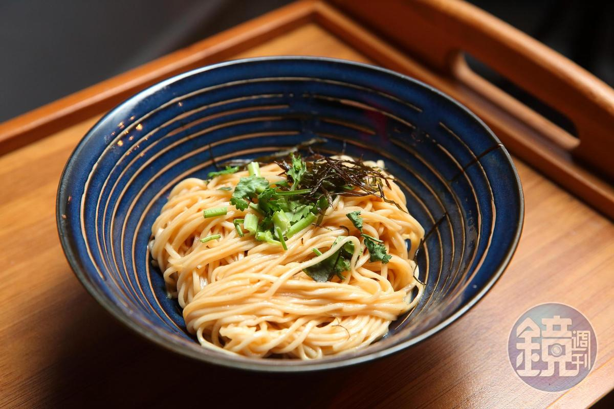 店裡頗受客人喜歡的蔥油拌麵,張永華將製做成乾拌麵,計畫6月販賣。