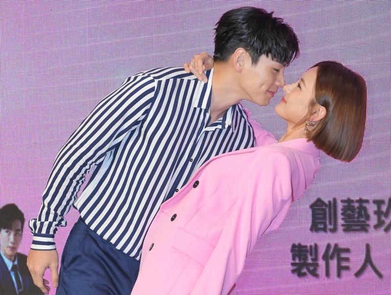 戲裡吻戲很激烈,但安心亞卻抱怨與禾浩辰吻得不夠多。(三立提供)
