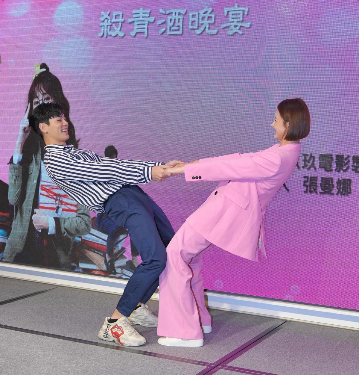 安心亞和禾浩辰在殺青宴上玩得很開心。(三立提供)