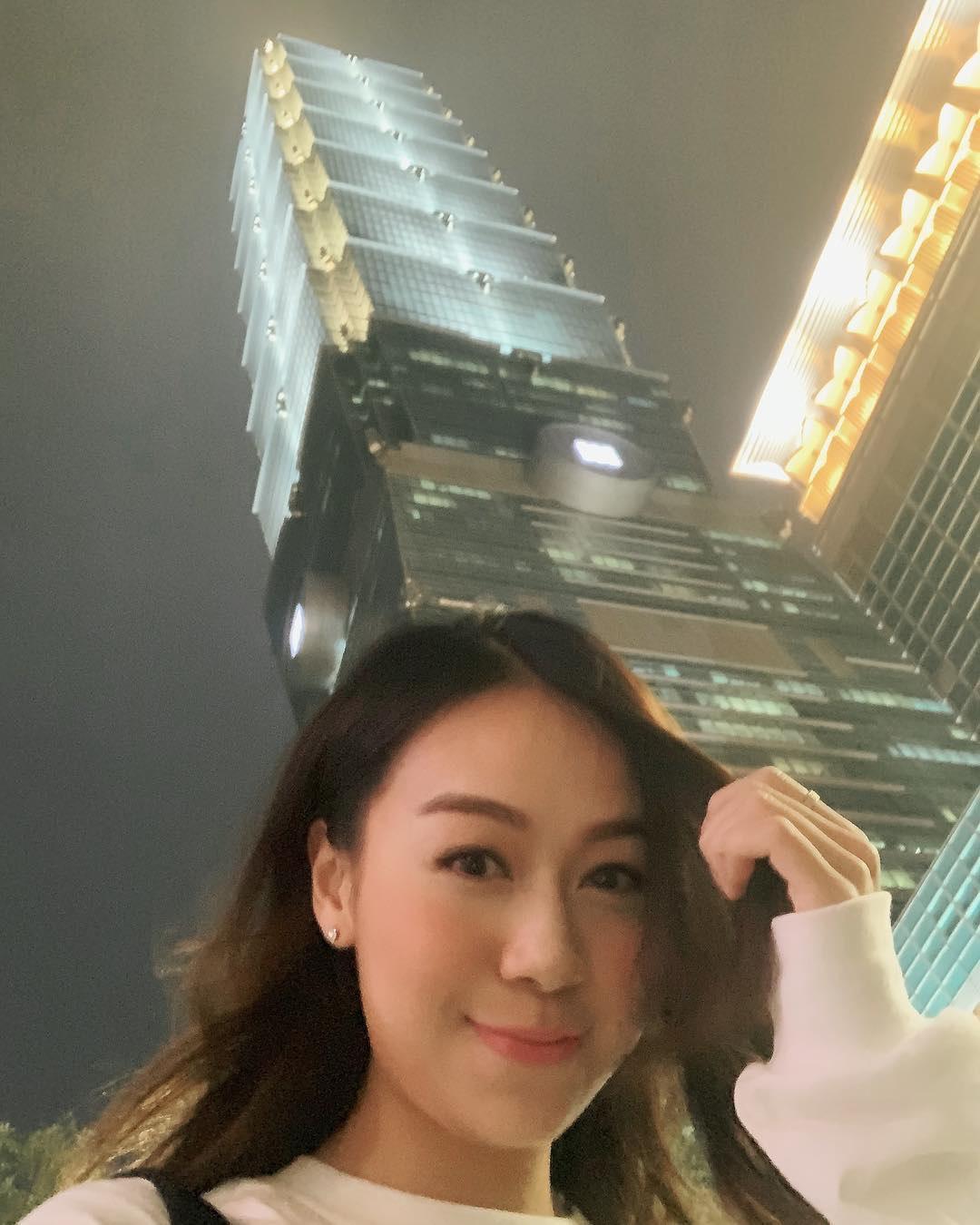 黃心穎今年2月時曾到台灣拍攝TVB戲劇「法證先鋒」,在101大樓拍照留念。(翻攝自黃心穎IG)