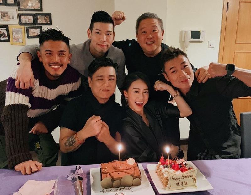 黃心穎今年1月23日生日,除友圈中好友陪伴,許志安也陪著她開心切蛋糕。(翻攝自黃心穎IG)