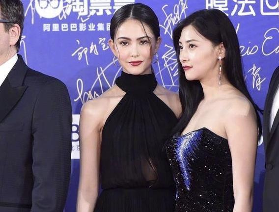 昆凌穿著SAINT LAURENT雪紡洋裝,出席北京電影節。(SAINT LAURENT提供)