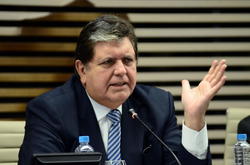 秘魯前總統賈西亞(Alan Garcia)涉及貪汙案拒捕,在家舉槍自盡不治。(東方IC)