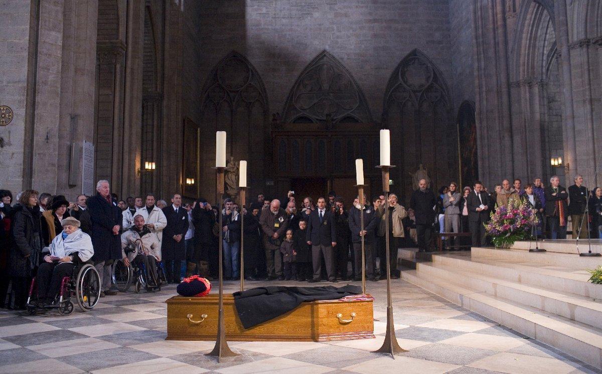 終生致力慈善事業的皮耶神父,2007年在聖母院舉行了喪禮,由當時法國總統席哈克親自主持。(twitter/fondationabbepierre)