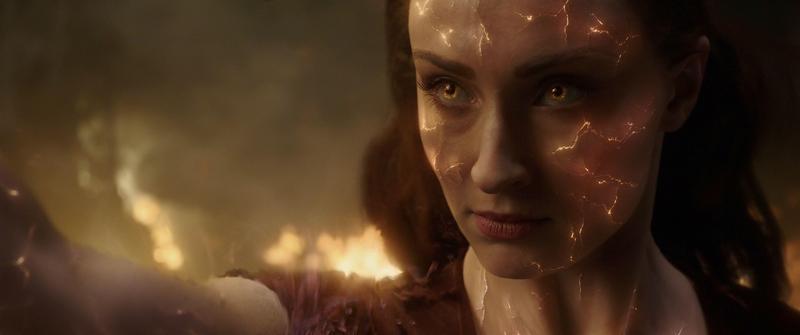 蘇菲特納扮演的琴葛雷在吸收黑暗力量後成為力量強大無比的「黑鳳凰」。(福斯提供)