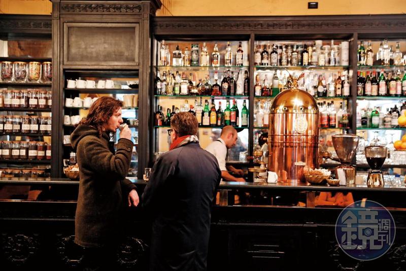 擁有百年歷史的老咖啡館「Antico Caffè San Marco」,雖然不是第里雅斯特最老的咖啡館,卻十分受到當地文人雅士喜愛。