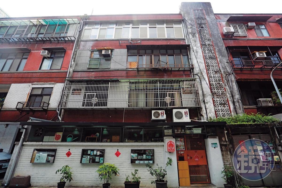 鐵路局位於台北市忠孝東路精華地段的房舍,每戶月租一萬多元,比市價便宜許多。