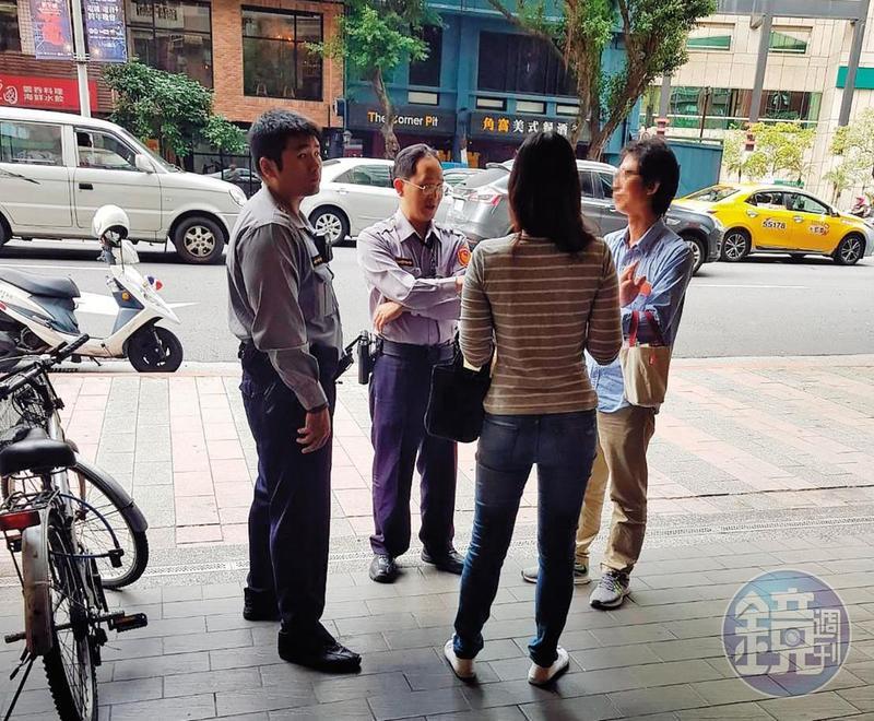 公宅蟑螂許男與女性友人在餐廳外被警方攔下,移送地檢署。(讀者提供)