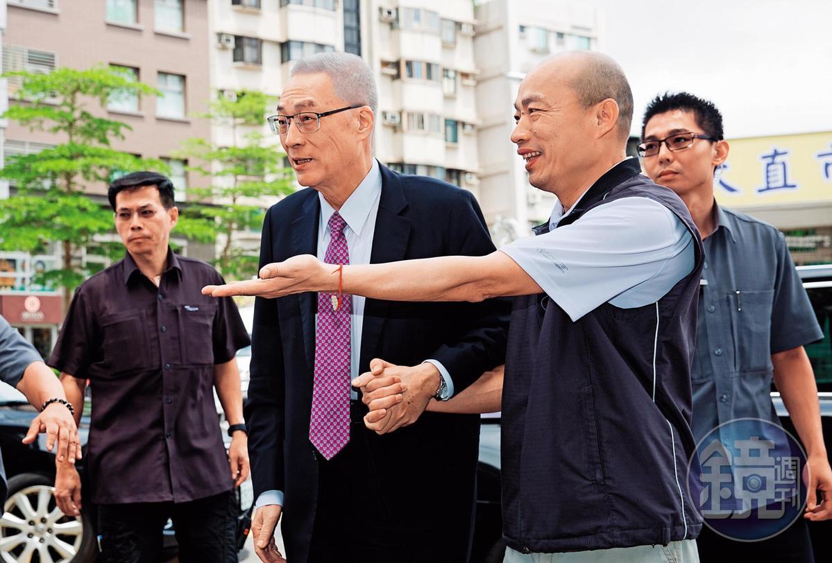 吳敦義堅持將高雄市長韓國瑜列入「特邀初選」名單,就是為了徵召韓留伏筆。