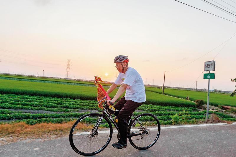 台北市長柯文哲(圖)總統大選民調擁有25%支持度,郭台銘若獲提名,雙方勢必有激烈交鋒。(翻攝柯粉俱樂部臉書)