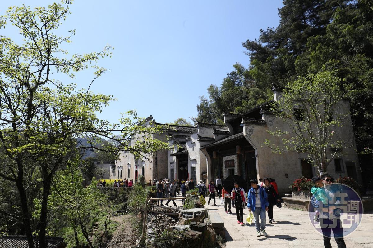 篁嶺古村位在峻嶺中,是一座很有可看性的歷史村落。