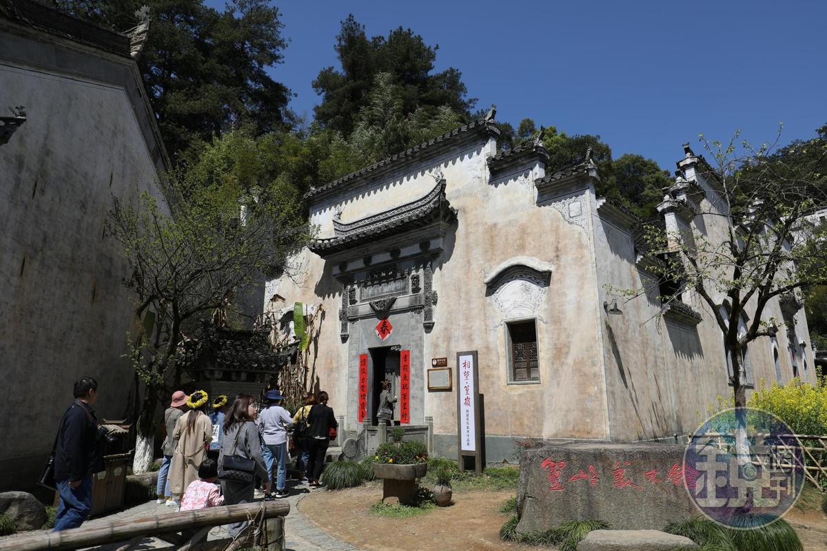 由曹文植創立的「竹山書院」,在民國初年重建,可見大宅院的樣貌。