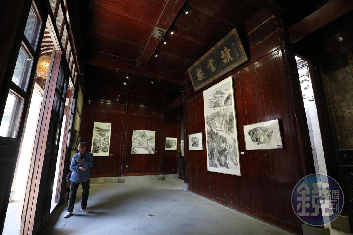「竹山書院」本是大戶人家子弟讀書所在,現在成了藝術展場。