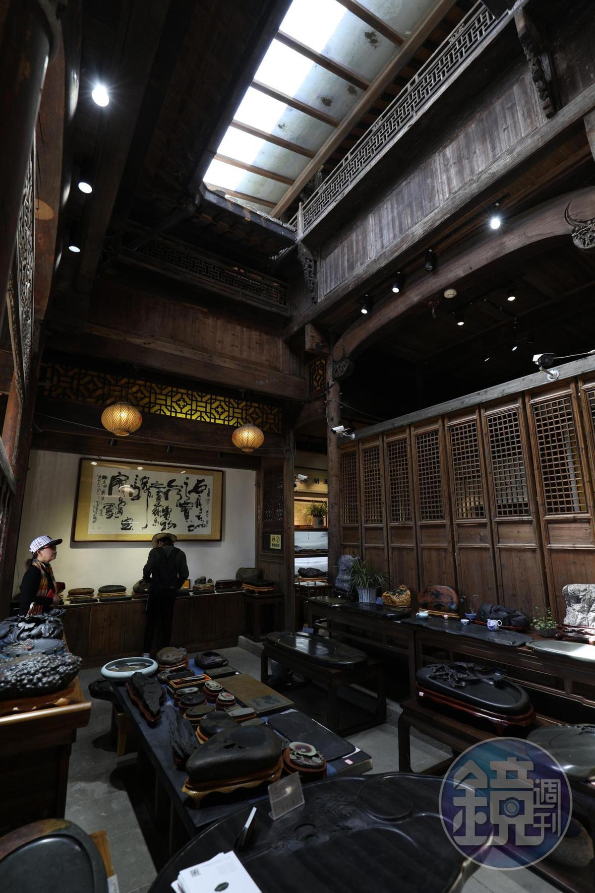 專賣徽墨歙硯的店鋪,在天街上也找得到。