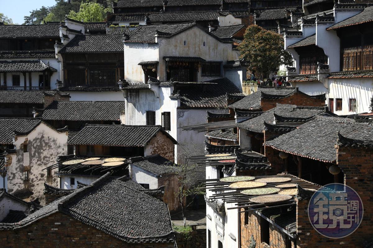 沿著山坡而建的篁嶺古村,村裡道路有如迷宮。