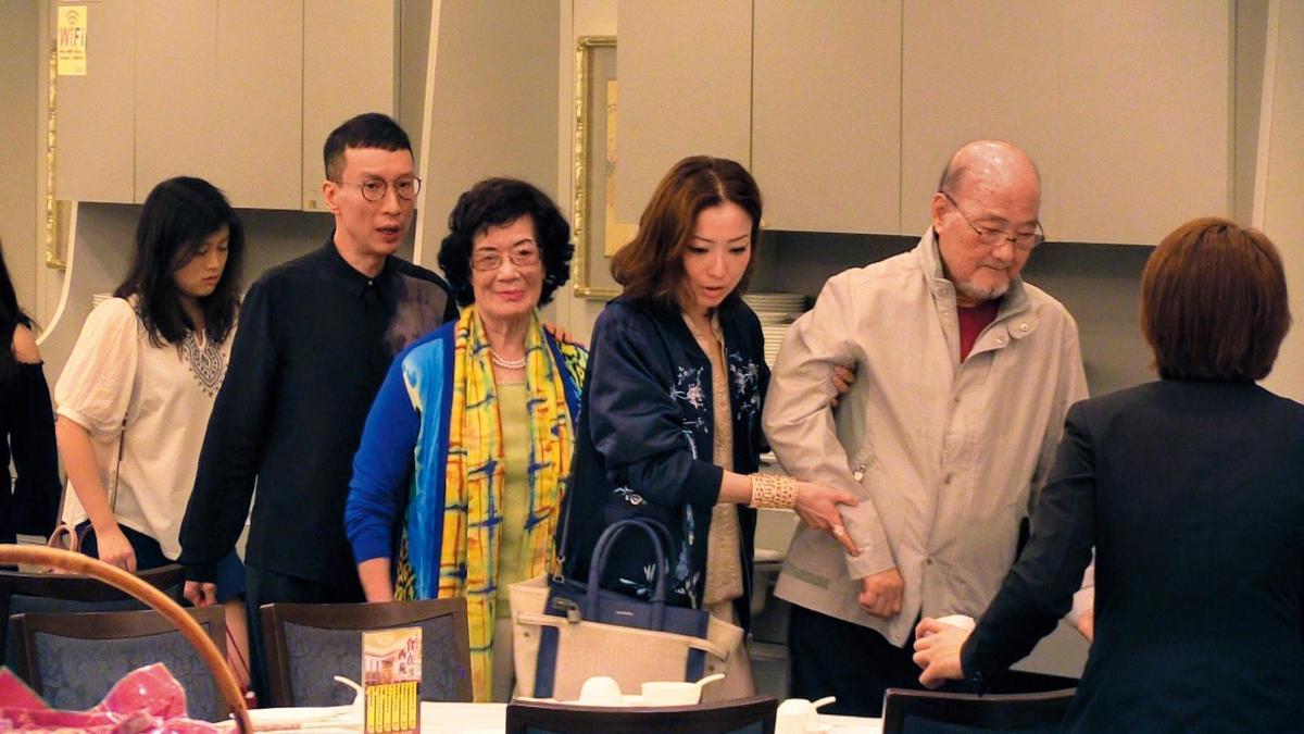 鄭秀文曾跟許志安一同出席父親節宴會,可見一家還算處得和樂融融。(東方IC)