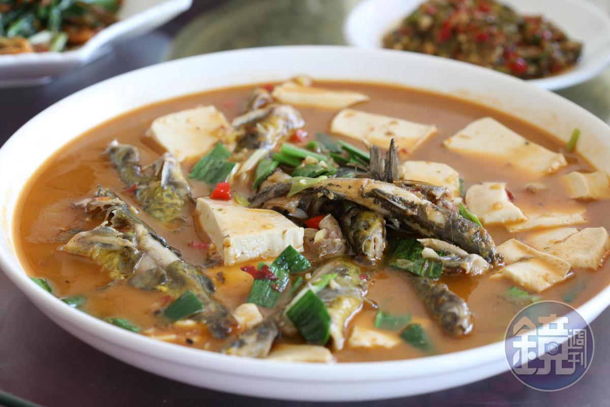 略帶辣味的「黃骨魚燒豆腐」,魚肉超嫩,但小刺也多,不擅吃魚的人要小心。(人民幣68元/份,約NT$313)