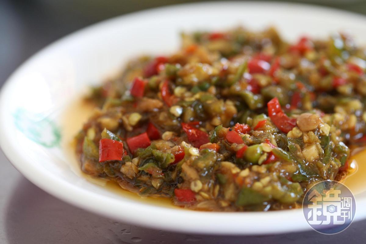 店裡自炒的辣椒,鮮辣酸香,配白飯、蘸水餃吃都極好。